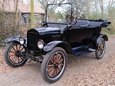 Ford T Touring de 1922, cabriolet, disponible avec chauffeur pour votre mariage ou évènement.