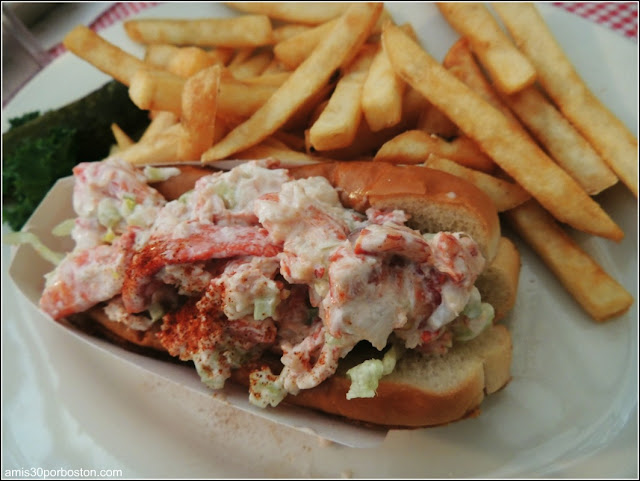 Red Skiff Seafood and Grille: Lobster Roll