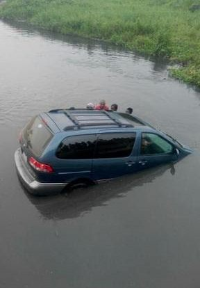 Photo: Vehicle skids off bridge, falls into Lagoon in Lagos