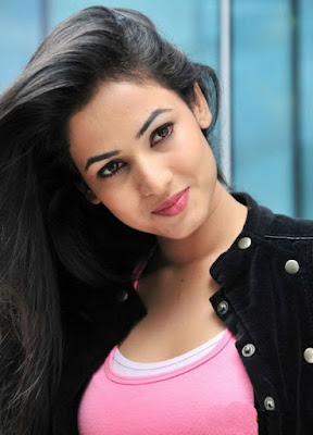Sonal Chauhan Hot photos, Sonal Chauhan hot photoshoots, Sonal Chauhan complete biography