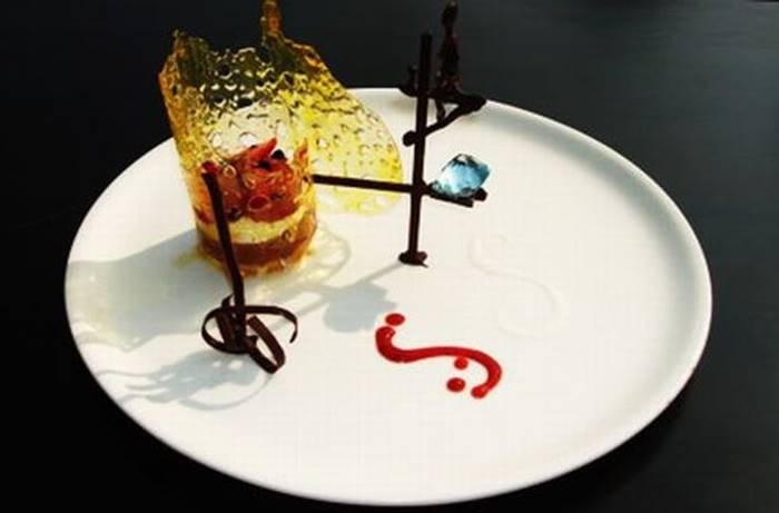 Dessert for 14 500 dollars? Why not, says the chef of the restaurant Fortress Resort, Sri Lanka. The composition includes cassata, canned fruit, Irish cream, expensive alcohol and 80 carats of aquamarine.