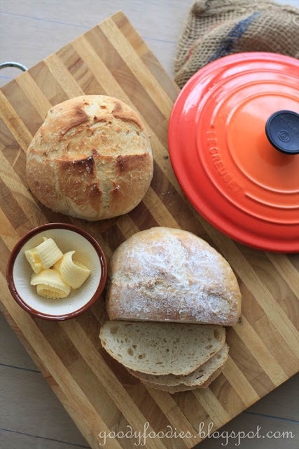 GoodyFoodies: Recipe: Le Creuset Dutch Oven Bread