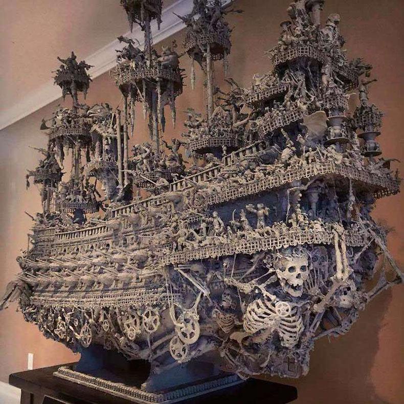 Artista paso 15 meses construyendo un barco pirata fantasmal con materiales ordinarios encontrados