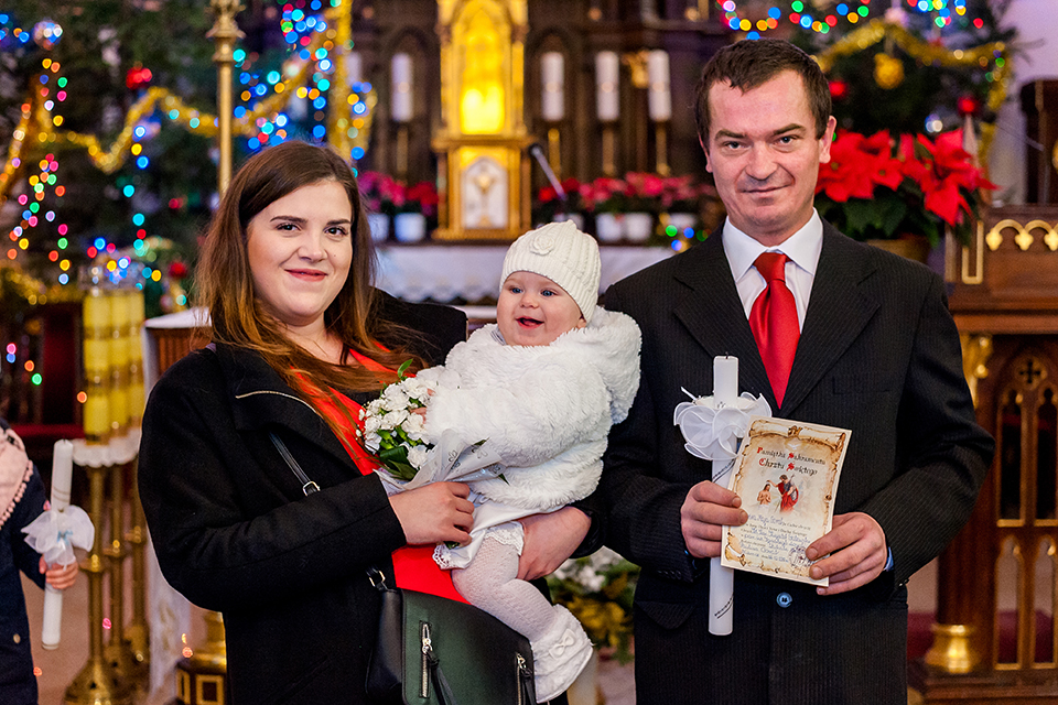 chrzest święty Niemce, fotograf na chrzest Lublin, fotograf Niemce, zdjęcia ze chrztu