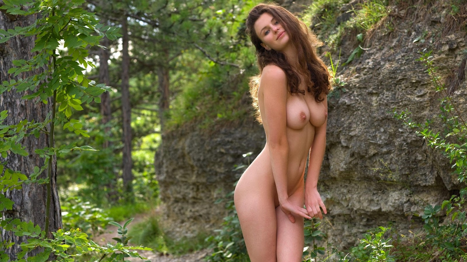 Naked Babe In Jungle 89