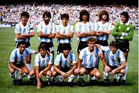 SELECCIÓN DE ARGENTINA - Temporada 1981-82 - Passarella, Olguín, Galván, Kempes, Tarantini y Fillol; Ardiles, Barbas, Maradona, Gabriel Calderón y Bertoni - BRASIL 3 (Zico, Serginho y Junior) ARGENTINA 1 (Ramón Díaz) - 02/07/1982 - Campeonato del Mundo de España 1982, grupos 2ª ronda - Barcelona, estadio de Sarriá