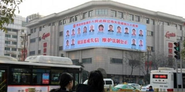 Warga Ogah Bayar Utang di Kota Xian, Fotonya Bakal Dipajang di Papan Reklame