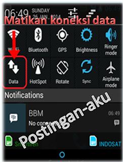 Non aktifkan koneksi data di Android. Bila kamu tidak berlangganan paket internet, sebaiknya matikan saja koneksi data (internet) di Android kamu. Bagaimana cara disable koneksi internet di Android? Caranya sangat mudah, cukup slide dari atas ke bawah untuk menampilkan quick setting seperti di bawah ini. Tanda koneksi internet di Android sudah tidak aktif adalah tidak ada symbol 3G atau HSDPA di indikator sinyal android kamu