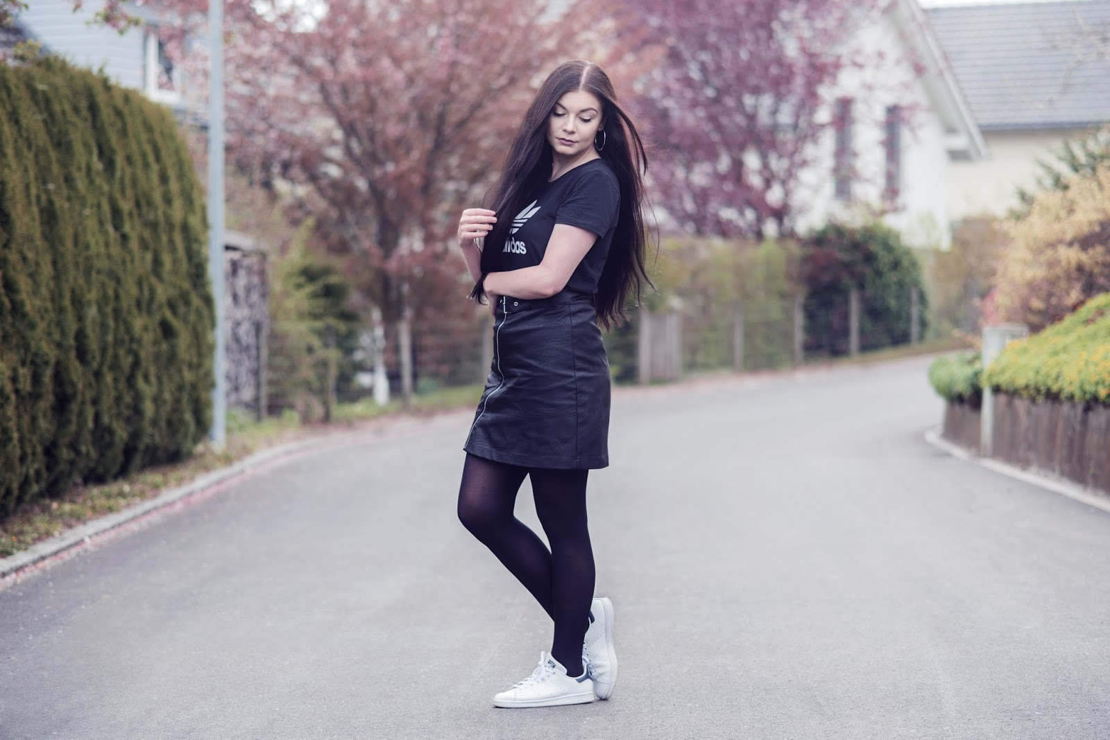 Sporty Minimalist Outfit | Adidas Shirt, Leather Skirt and Sneakers | Rose Kiara Peaches