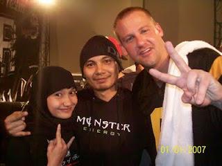 Epi Friezta Dewi Hasibuan & Cecen Core & Scott Vogel, vokalis Terror