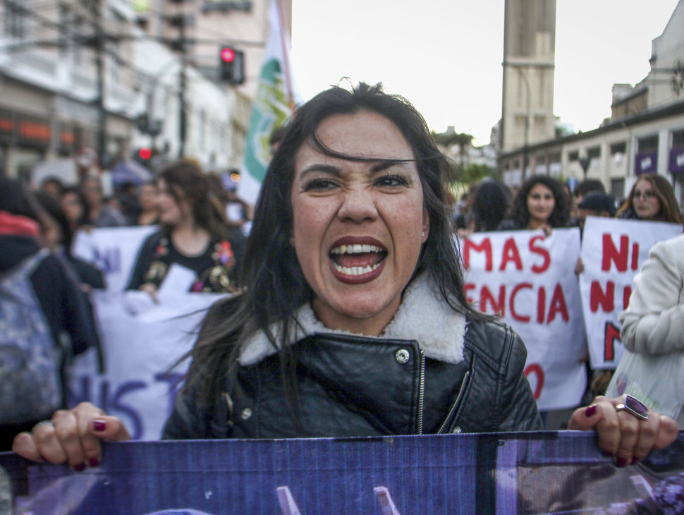 35 Photos Of Protesting Women That Portray Female Power - Chile