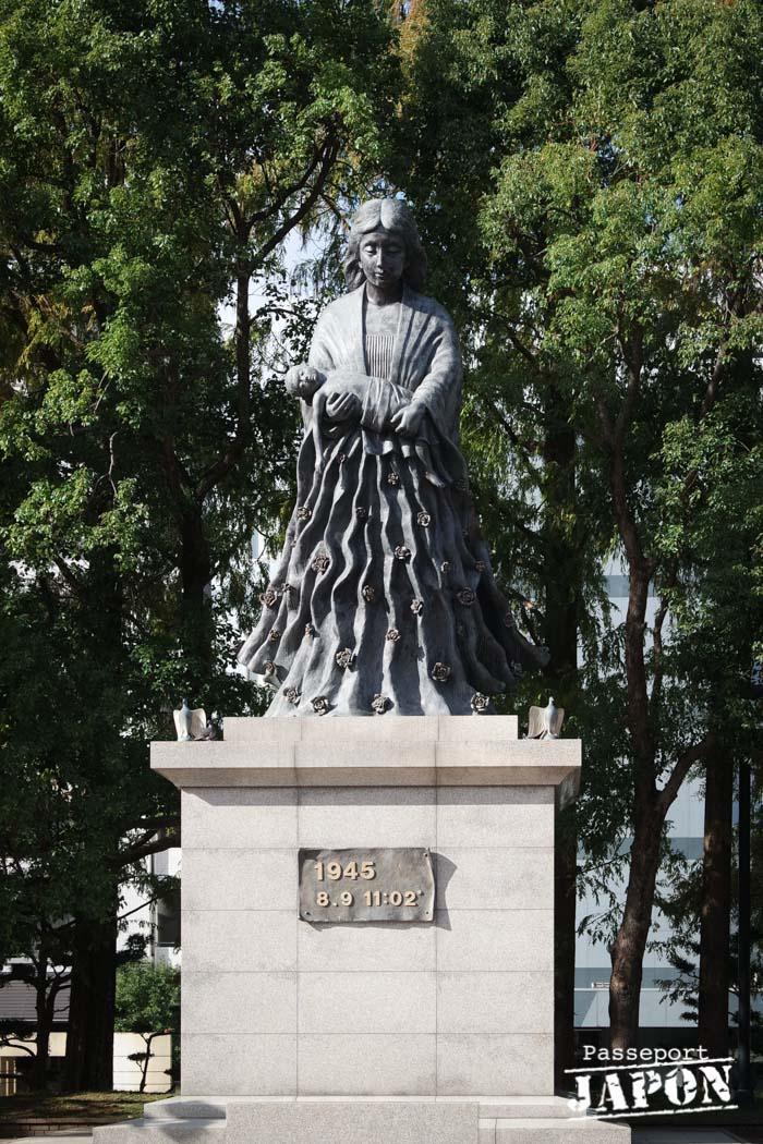Statue en mémoire des femmes, parc de la paix, Nagasaki