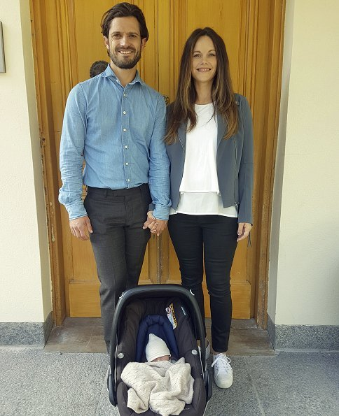 Prince Carl Philip and Princess Sofia have left Danderyd Hospital with their newborn baby boy