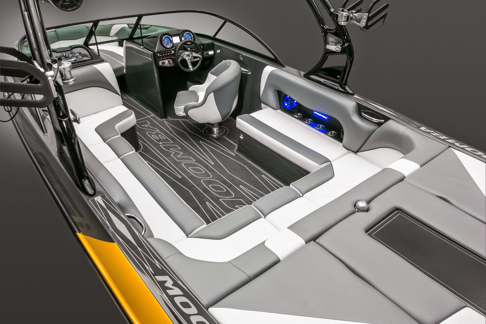 2015 moomba mojo vs axis a22 or t22 axis wake boats. Black Bedroom Furniture Sets. Home Design Ideas