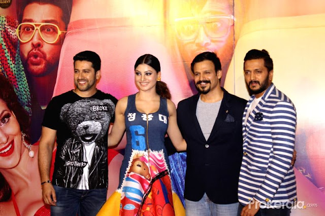 By accident or as planned, the film crew did some orchestrated movements, which had the effect of enhancing the cleavage show.  Directed by Indra Kumar, Great Grand Masti is the sequel of Grand Masti (2013) and the third installment of the Masti film series.  It features Vivek Oberoi, Riteish Deshmukh, Aftab Shivdasani and Urvashi Rautela in the lead roles. The film is scheduled to hit theatres on 22 July 2016.