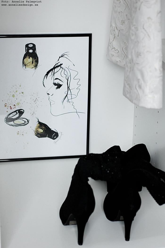 annelies design, webbutik, nätbutik, nätbutiker, tavla, tavlor, öppen garderob, garderober, klänning, klänningar, stövlar, högklackat, inredning, smink, sminkhörna, sminktavla, sminktavlor, konsttryck,