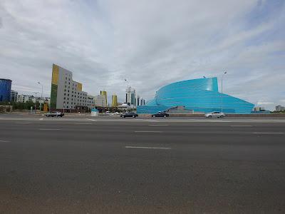 dziwne budynki Astana