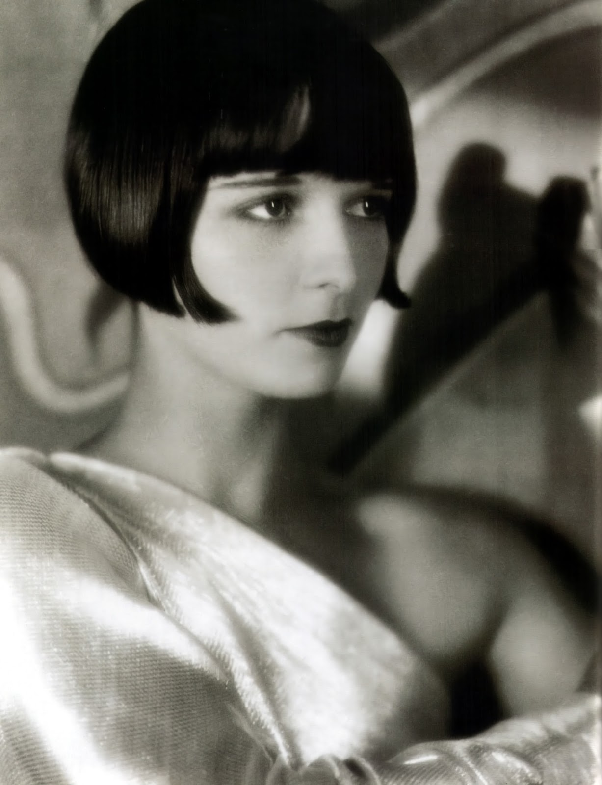 The Girl With the Bob – 27 Stunning Portraits of Louise ...