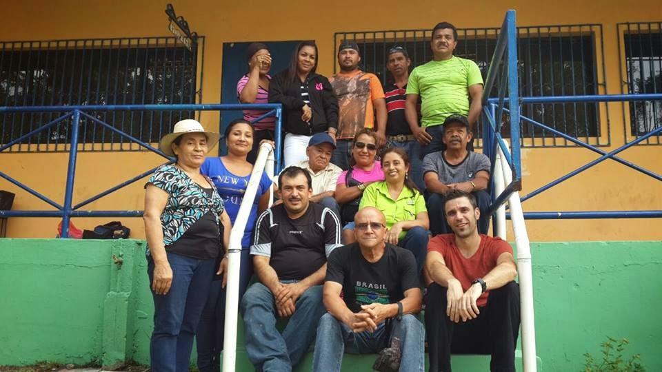 Ignacio Bellido con un grupo de comerciantes durante su estancia en Panamá