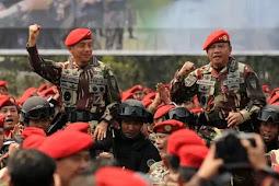 Berita Militer : KSAD Jenderal TNI Mulyono Buang Pangkat Bintang Empat di Depan Prajurit Kopassus