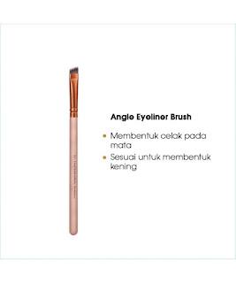 """Flamingo Edition Beauty Brush Set adalah berus untuk mereka yang masih baru dalam solekan serta untuk semi professional. Dilengkapi dengan beg hitam khas untuk 8 batang berus. Bulu sangat lebat, lembut, tidak mudah tercabut dan mampu """"mengangkat dan menyerap"""" produk yang dibaur pada wajah. Berus ini dibuat secara manual iaitu """"handmade"""" bagi mendapatkan kualiti yang terbaik bagi setiap keluarannya. Bulu berus pula adalah  diperbuat daripada bulu BASF iaitu bulu sintetik yang berkualiti tinggi. Bulu BASF telah diilhamkan dari kualiti bulu kuda padi. CRUELTY FREE & VEGAN MAKEUP BRUSHES."""