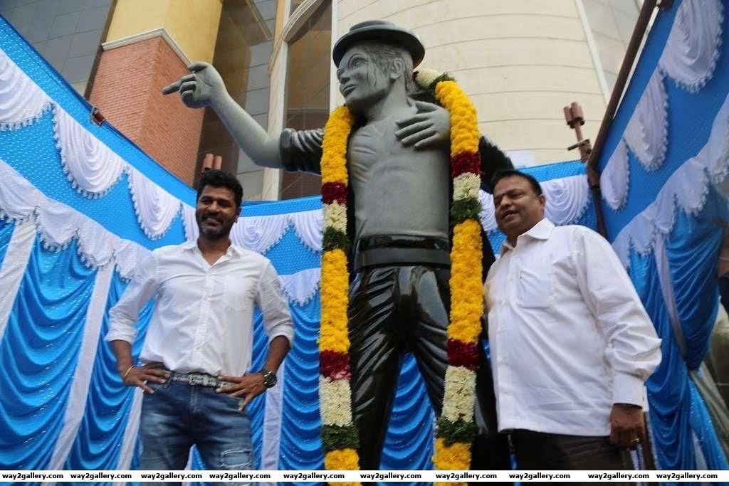 Prabhudheva unveiled a statue of Michael Jackson at Vels University Pallavaram