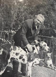Respighi, con i cani, ospite di Ojetti al Salviatino