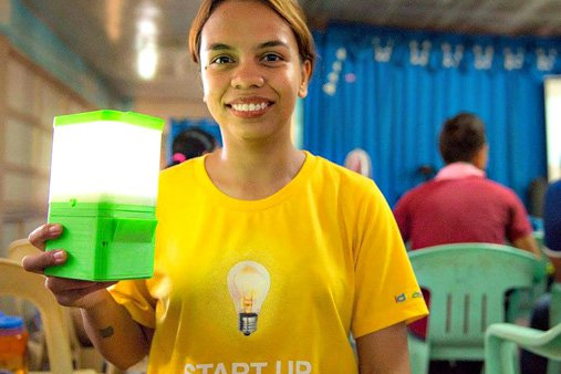 LOOK: Saltwater-Powered Lamp Invented By A Pinay Scientist!