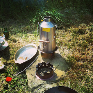 hobo stove, kelly kettle, life on pig row