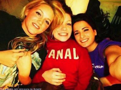 Peinliches Gruppen-Freundschaftsfoto 3 lustige Mädchen Selfie