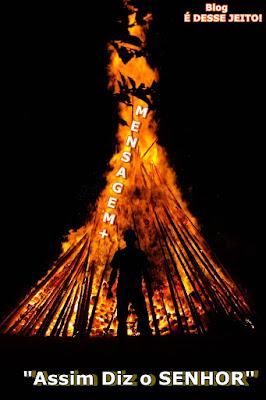 imagens de um mártir a frente de uma fogueira
