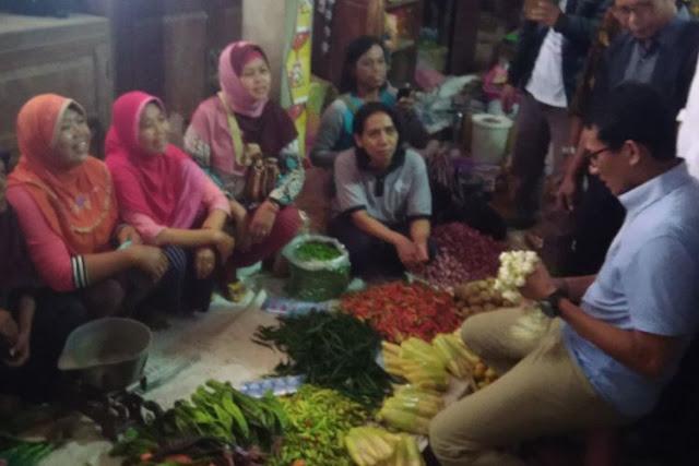 Kunjungi Pasar Imogiri, Sandi Janji Harga-harga Terjangkau dan Buka Lapangan Kerja