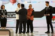 Prabowo Ke Jokowi : Maaf Pak Suara Saya Keras, Saya ini Banyumas Minahasa.