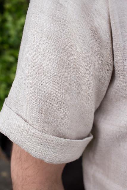 Genähtes Männerhemd aus robustem natürlichem Leinenstoff nach dem Schnittmuster Modell 143 aus der Burda 6/2016