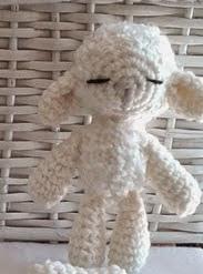 http://proyectospasoapaso.blogspot.com.es/2015/02/patron-de-la-pequena-ovejita-amigurumi.html
