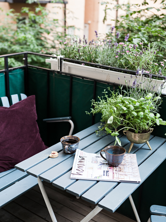 Lovely balcony with potted herbs- design addict mom #outdoorspaces