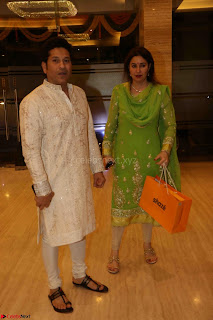 Sachin Tendulkar with his wife at Mata ka Jagrata hosted by Anu Malik 19.JPG