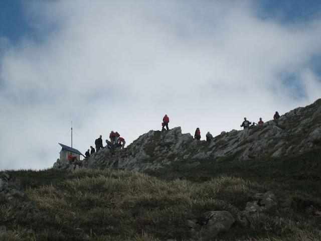 Llegando a la cima de Peña Mea