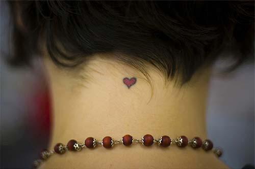 ense minik kalp dövmesi neck tiny heart tattoo