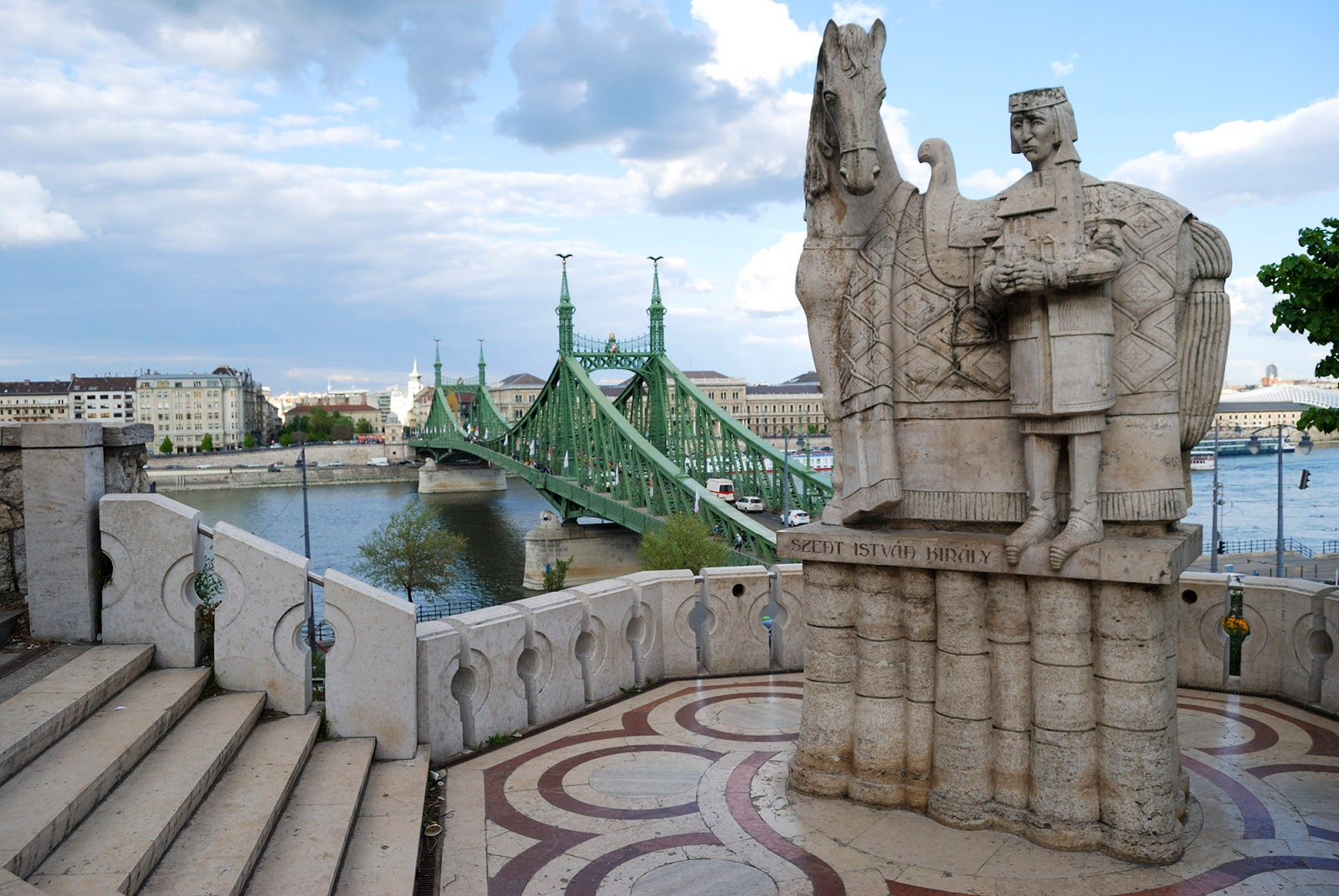 budapest guide itinerary instagram worthy spot sights landmarks hungary liberty bridge citadella gellert hill