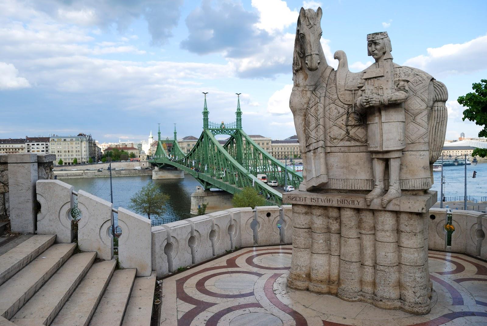 budapest guide itinerary instagram worthy spot sights landmarks hungary liberty bridge citadella gellert hill