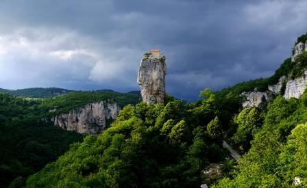 Biara-di-atas-pilar-katskhi