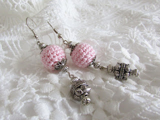 https://www.etsy.com/listing/527826067/light-pink-long-dangle-crochet-earrings?ref=shop_home_active_9