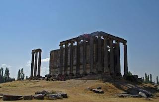 9. Kuil Zeus di Aizanoi