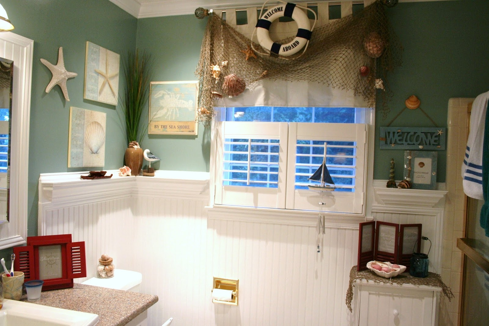 85 Ideas About Nautical Bathroom Decor: Bathroom Tiles