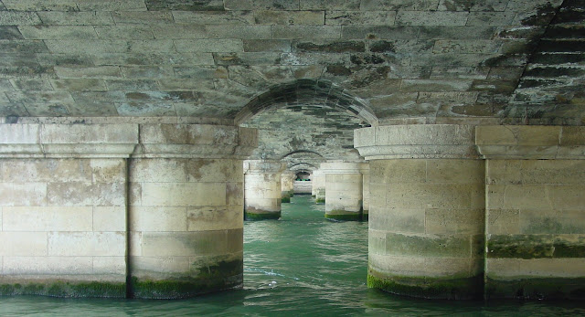 Do not forget to visit the bottom of the bridge of the Concorde