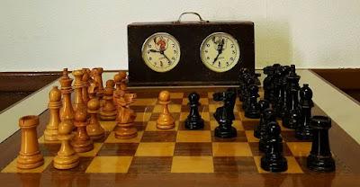 I Torneo Nacional de Ajedrez de Lérida 1948, juego de piezas y reloj