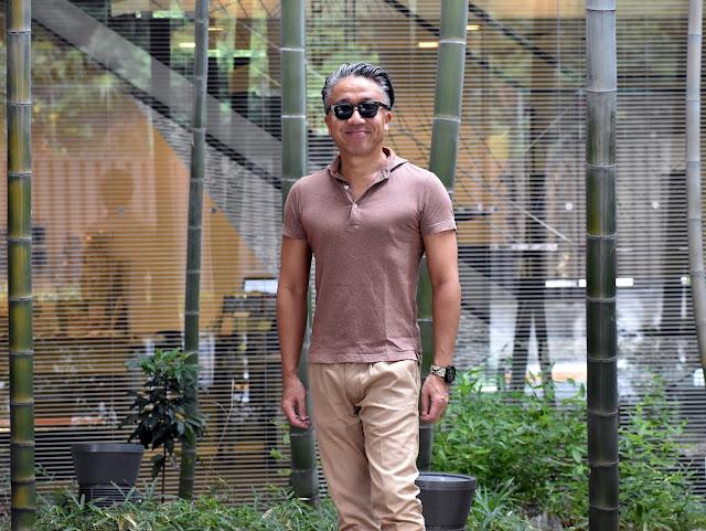 茶色のポロシャツのコーディネート