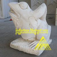 patung kodok