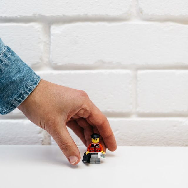 diseñador-crea-original-curriculum-de-lego-andy-morris